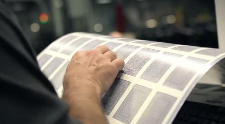 Inspecting an uncut sheet (Photo (c) USPCC)